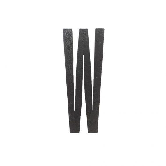 אות W שחורה מעץ