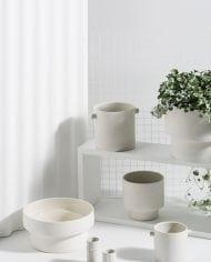 עציצי פודיום לבנים לעיצוב הבית