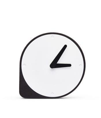 שעון שעם שחור ומתכת
