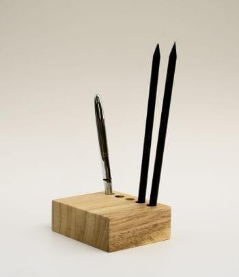 מחזיק עפרונות cube 2